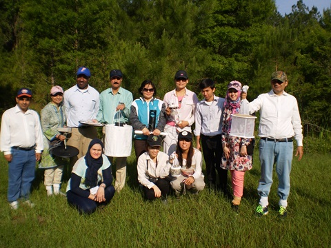 Dr. Erum Khan (second from left, top row) and her team visited U.F. in June 2014 to train in mosquito collection techniques. Photo courtesy of Erum Khan.